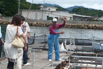 昼食後、黒井漁協で釣りをしました