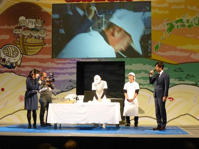 さぬきうどん技能グランプリ・農林水産大臣賞の日の出製麺さんによる実演