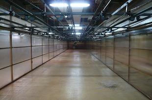 空っぽの乾燥室。室内500m程を移動して乾燥を終了。