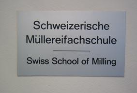 スイス製粉学校の看板