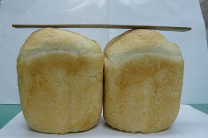 左:挽きたてほやほやの粉。右:挽いて1ヶ月経過した粉を使用